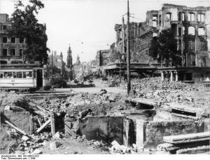 ADN-ZB / Zimmermann sen. / 23.8.79 Dresden: Eine Trümmerwüste war die Dresdner Innenstadt 1949, auch an der Prager Strasse/Ecke Johannesring (heute Dr.-Wilhelm-Külz-Ring). Heute sind fast alle Spuren des Krieges im Stadtbild beseitigt.